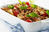 Bagt pasta med bacon og svinekød