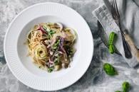Grøntsagsspaghetti med cremet svampesauce